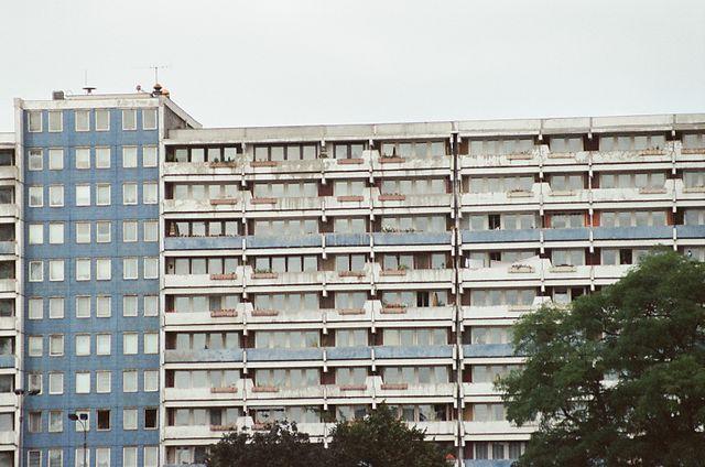 640px-Berlin_1990_75560012(1)