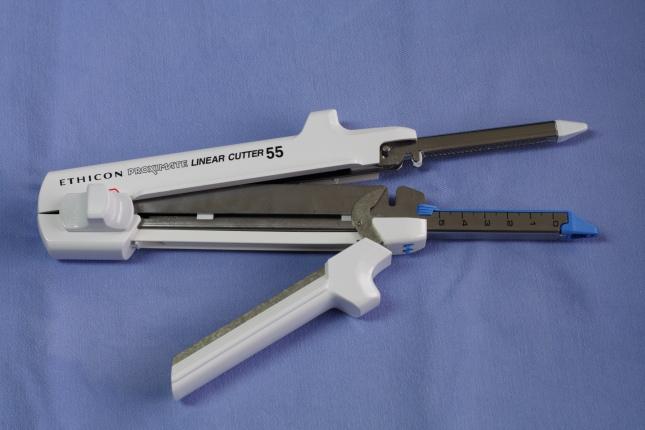 Surgical_stapler_&_cutter_linear