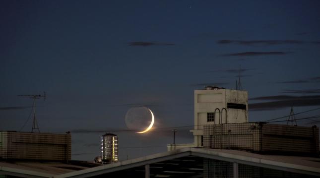 Earth_illuminates&Moon