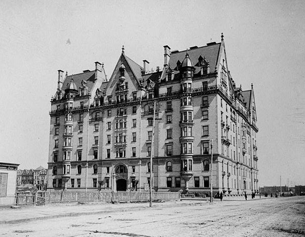 617px-Dakota_Building_and_Central_Park_West_circa_1880_119925pv