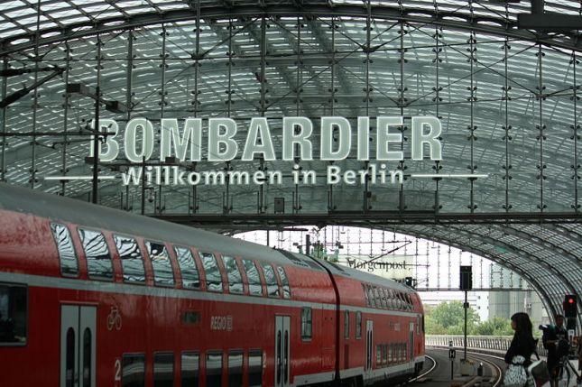 800px-Willkommen_in_Berlin,_Hauptbahnhof,_Bombardier