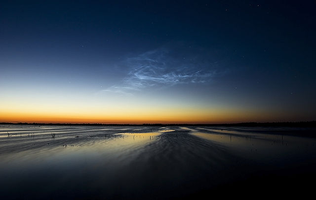 640px-Noctilucent_clouds_bargerveen