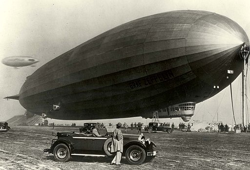 1929-Packard-and-the-Graf-Zeppelin.jpg